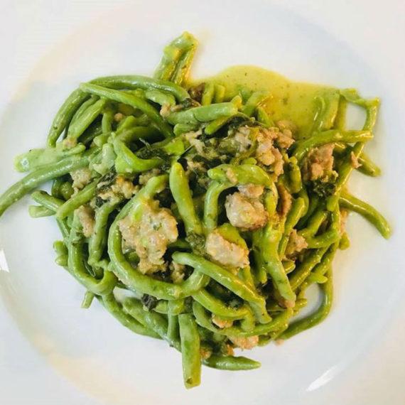 Strozzapreti verdi con spinaci e salsiccia